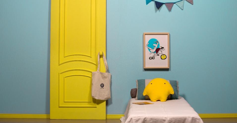 O quarto de criança recebeu o amarelo vibrante