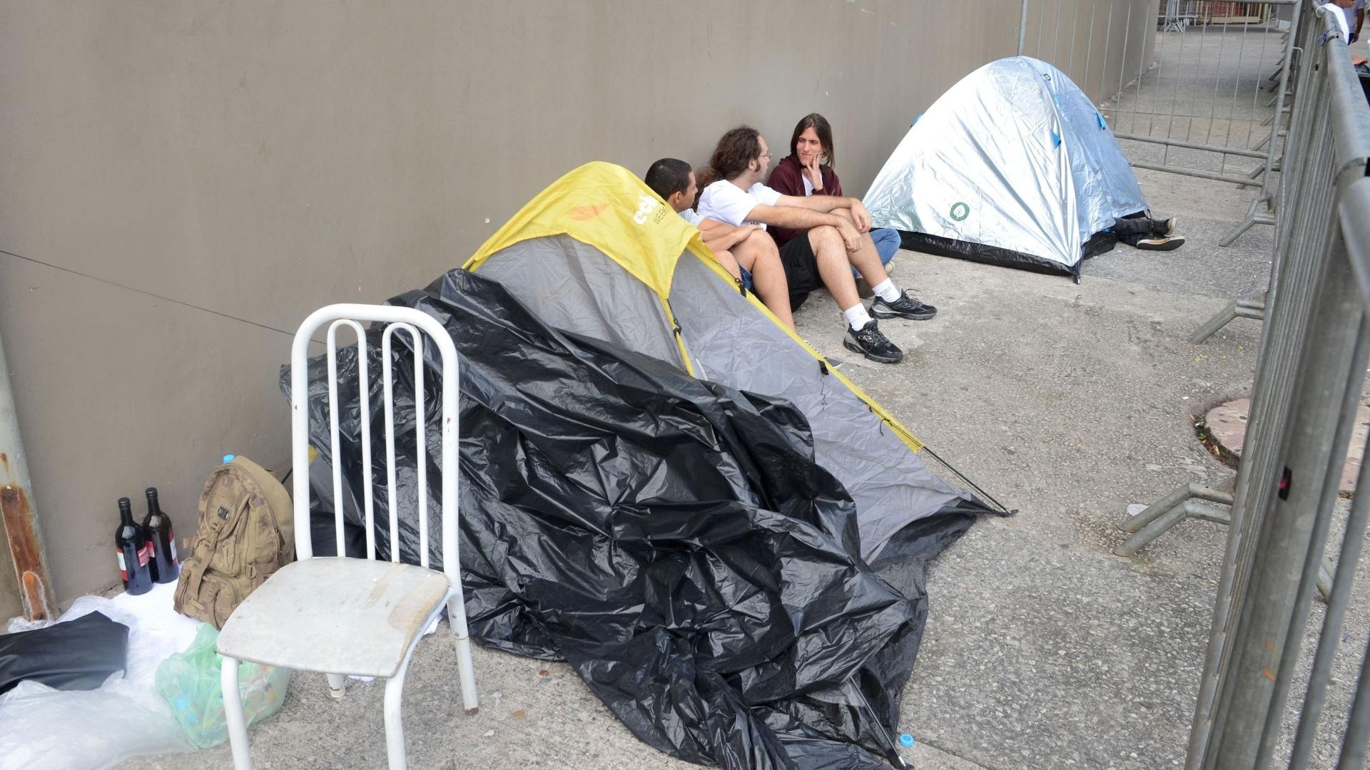 24.fev.2016 - Fãs da banda Rolling Stones dormiram na fila para garantir um lugar perto do palco no show no estádio do Morumbi, em São Paulo.