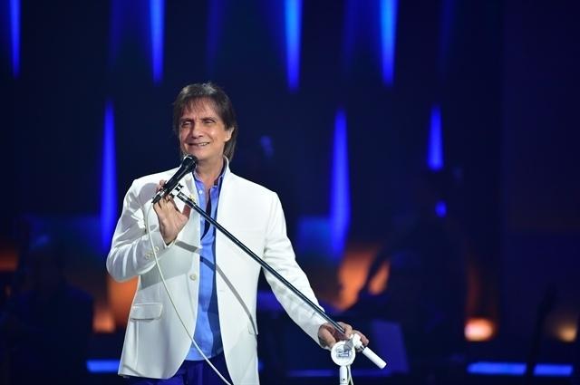 Roberto Carlos canta seus sucessos românticos em especial de fim de ano da Globo