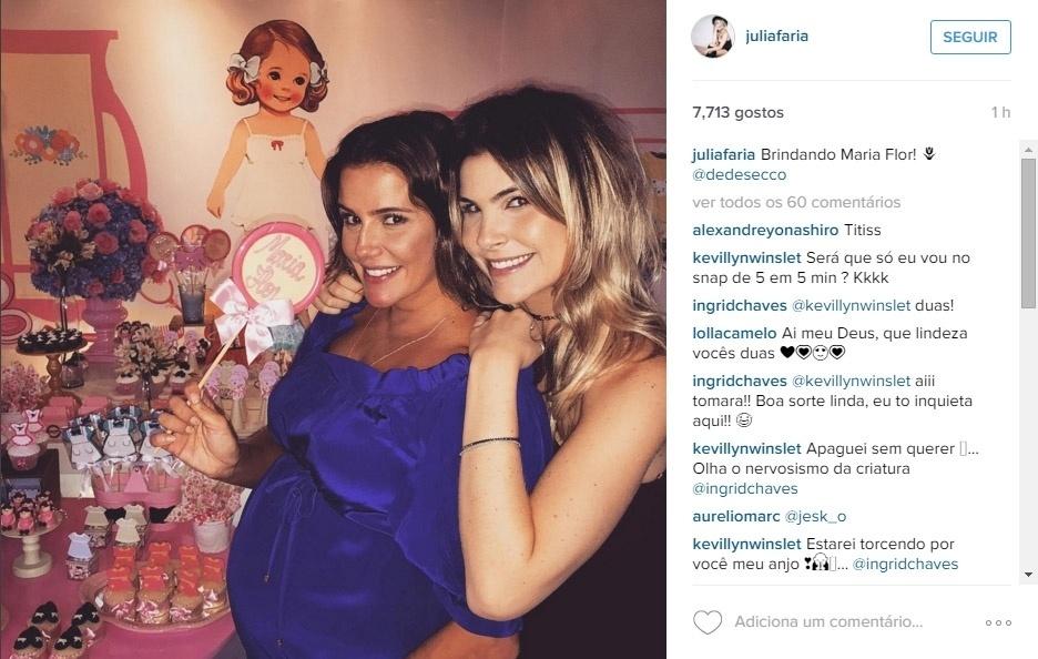 21.nov.2015 - Grávida de sua primeira filha, Deborah Secco se divertiu com algumas amigas no chá de bebê de Maria Flor, que aconteceu neste sábado. A decoração foi composta por muitas bonequinhas e lembrancinhas com as iniciais