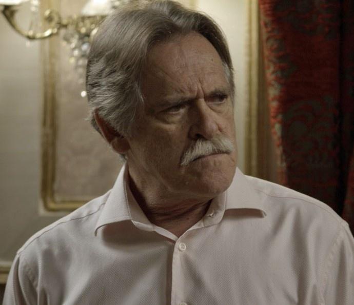 Pai da facção, Gibson (José de Abreu) pede a cabeça de Juliano (Cauã Reymond) e se surpreende ao vê-lo em sua mansão com Belisa (Bruna Linzmeyer)