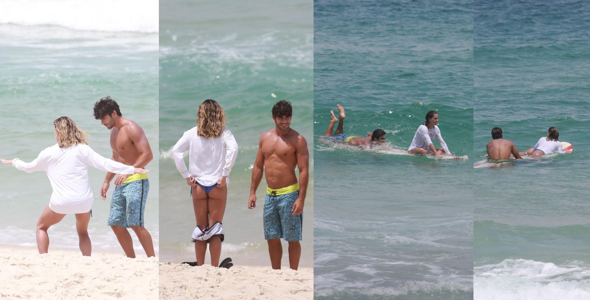 25.fev.2016- Deborah Secco aprende a surfar com seu marido Hugo Moura na praia da Barra da Tijuca, no Rio de Janeiro