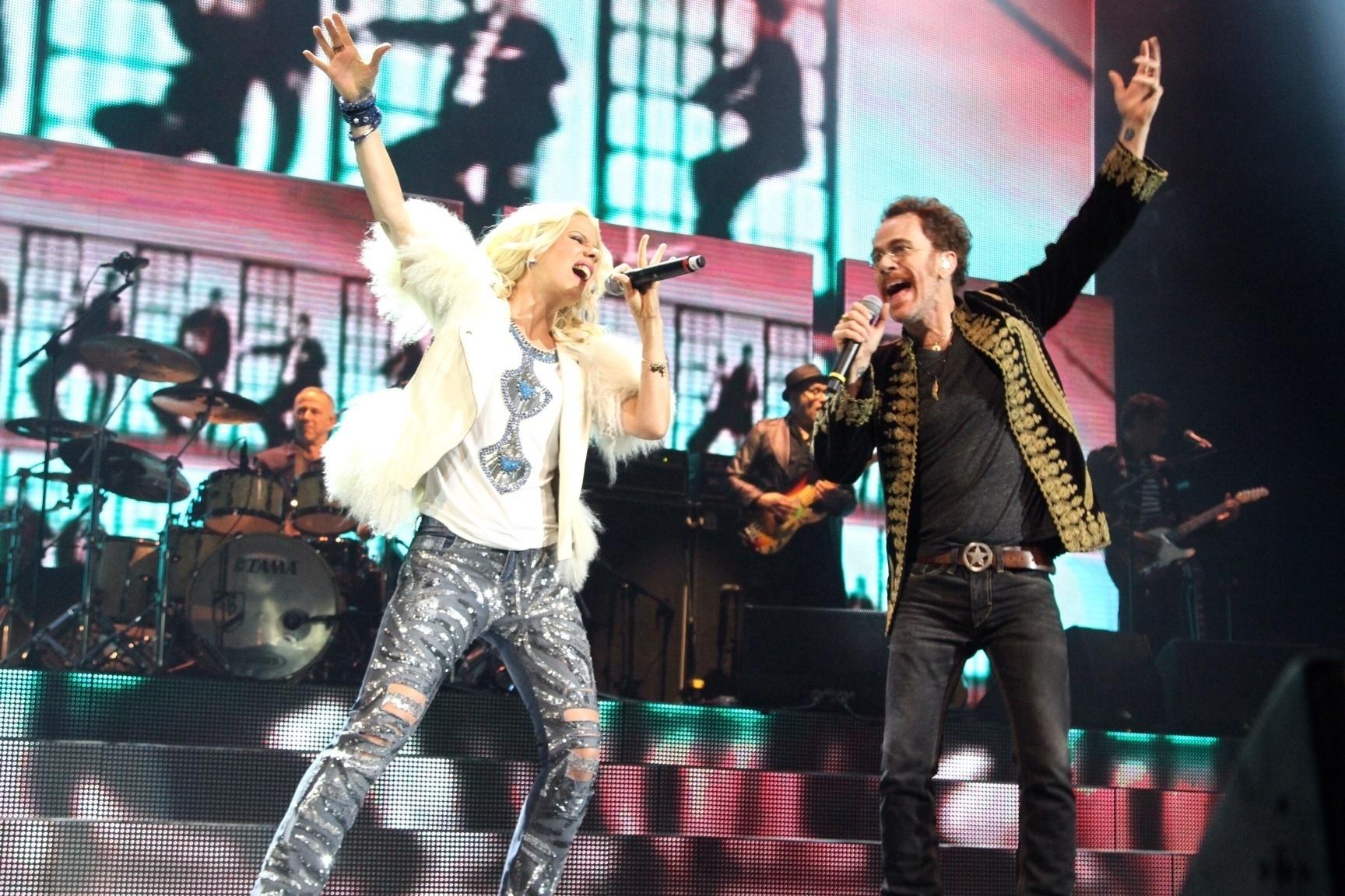15.mar.2016 - Paula Toller e Nando Reis cantam juntos no projeto da Nívea que celebra o rock brasileiro