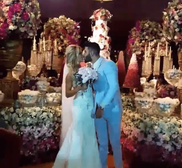 26.out.2016 - Gusttavo Lima e Andressa Suita se casam em cerimônia luxuosa