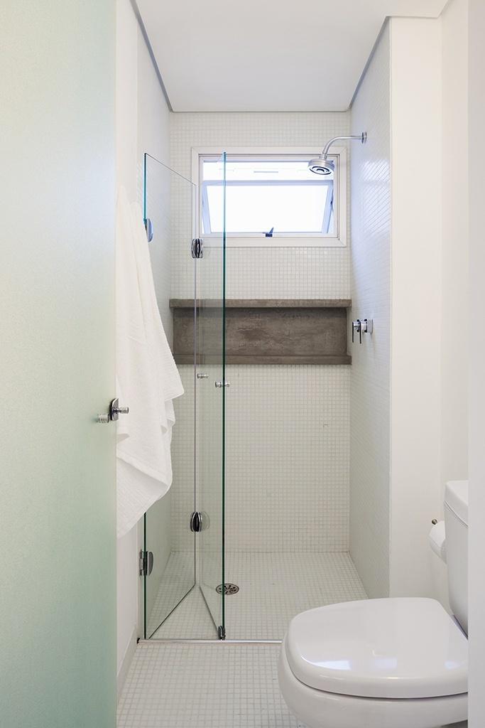 Banheiros pequenos dicas de decoração para quem tem pouco espaço  BOL Fotos -> Box De Banheiro Com Pastilha De Vidro