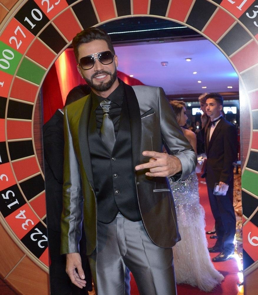 Cantor Latino será seu próprio cover nos cinemas