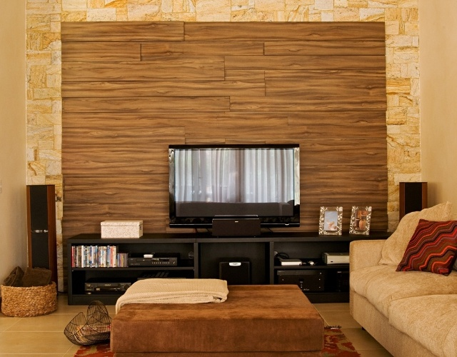 TV vira item decorativo quando o projeto é bom; inspirese nessas 19