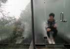 China inaugura banheiros públicos de vidro no alto de floresta - Barcroft/Reprodução BBC