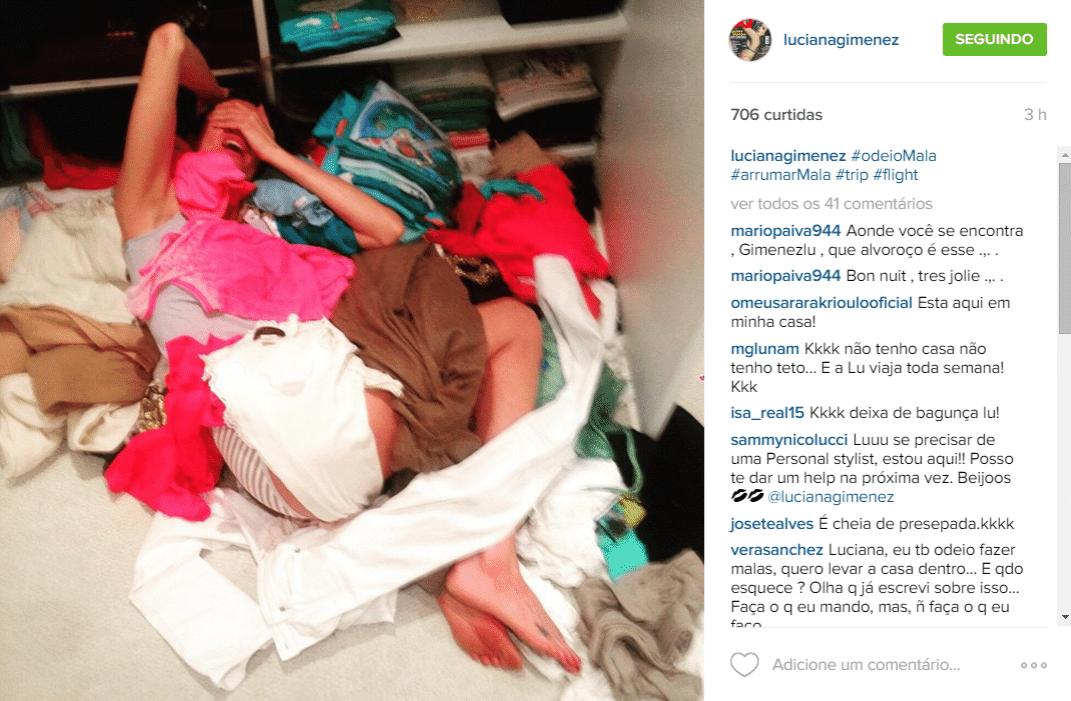 19.jun.2015 - Preparando-se para mais uma viagem, Luciana Gimenez faz uma grande bagunça ao preparar sua mala e posto o momento de
