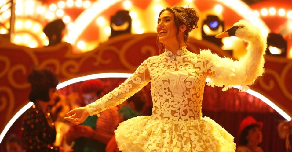 Filha de Renato, Lívian Aragão dança durante a última semana de filmagens no Unicirco, na Quina da Boa Vista, na zona norte do Rio