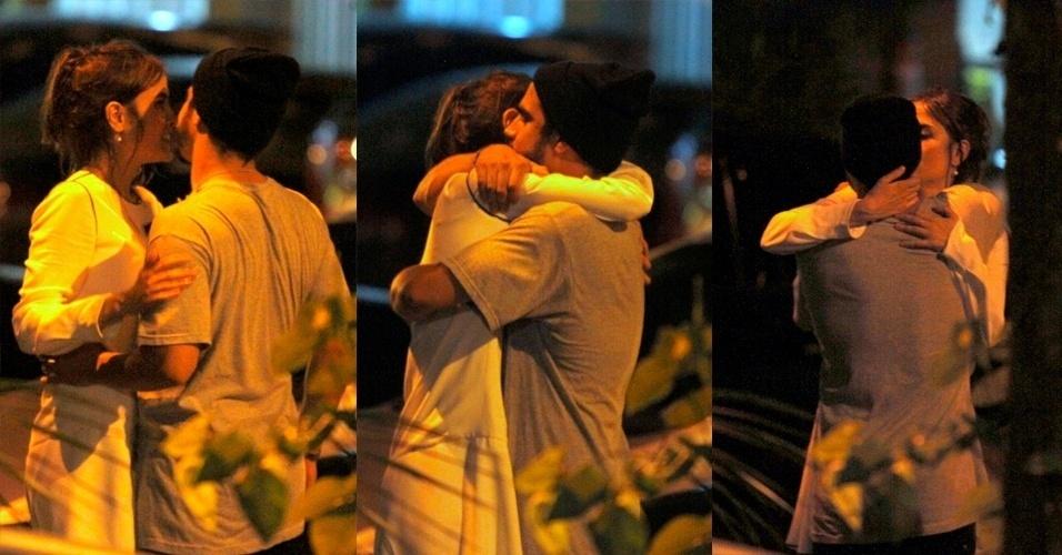 13.out.2015 - Caio Castro e Maria Casadevall terminaram a noite trocando carinhos após uma festa em uma boate no Rio de Janeiro, na noite desta segunda-feira (12). Os atores que fazem par romântico em