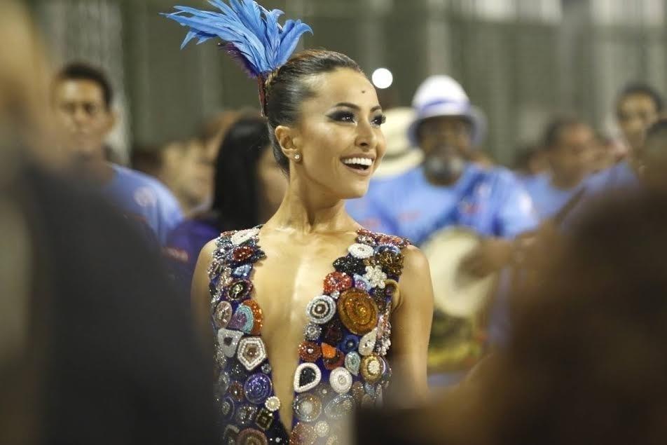 13.dez.2015 - Sabrina Sato, rainha da bateria da Vila Isabel, participa de ensaio técnico da escola de samba, no Rio de Janeiro