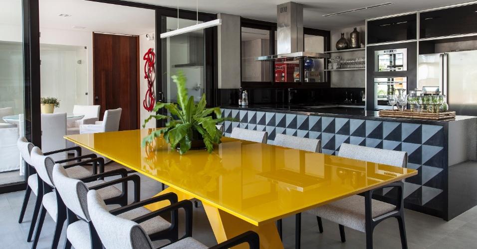 Sala De Jantar Preto E Amarelo ~ casa em Salvador (BA) projetada por Sidney Quintela, a sala de jantar