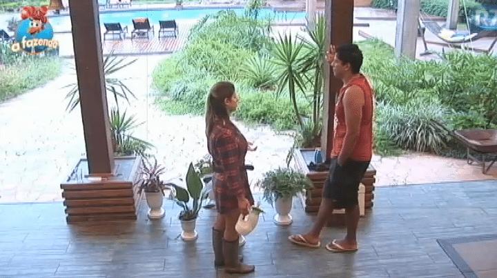 25.nov.2015 - Ana Paula Minerato declara voto em Rayanne, caso volte fazendeira da semana: