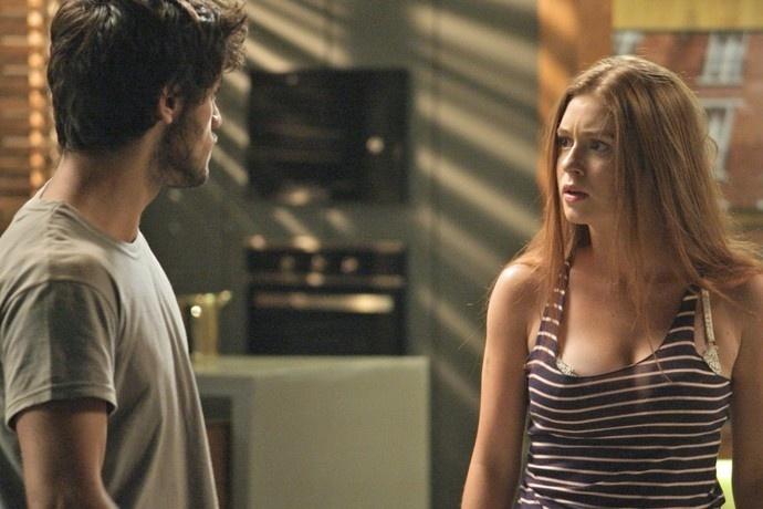 Jonatas (Felipe Simas) e Eliza (Marina Ruy Barbosa) se desentendem em
