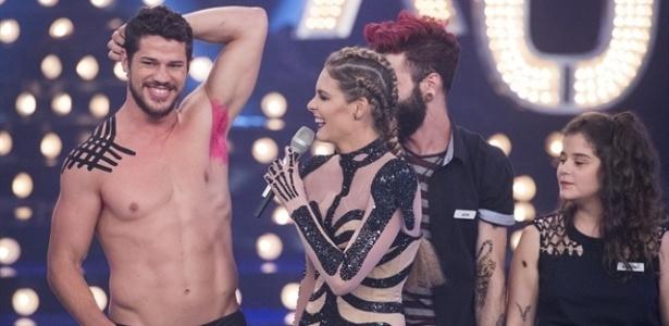 """Loreto pinta a axila de rosa no """"Amor e Sexo"""""""