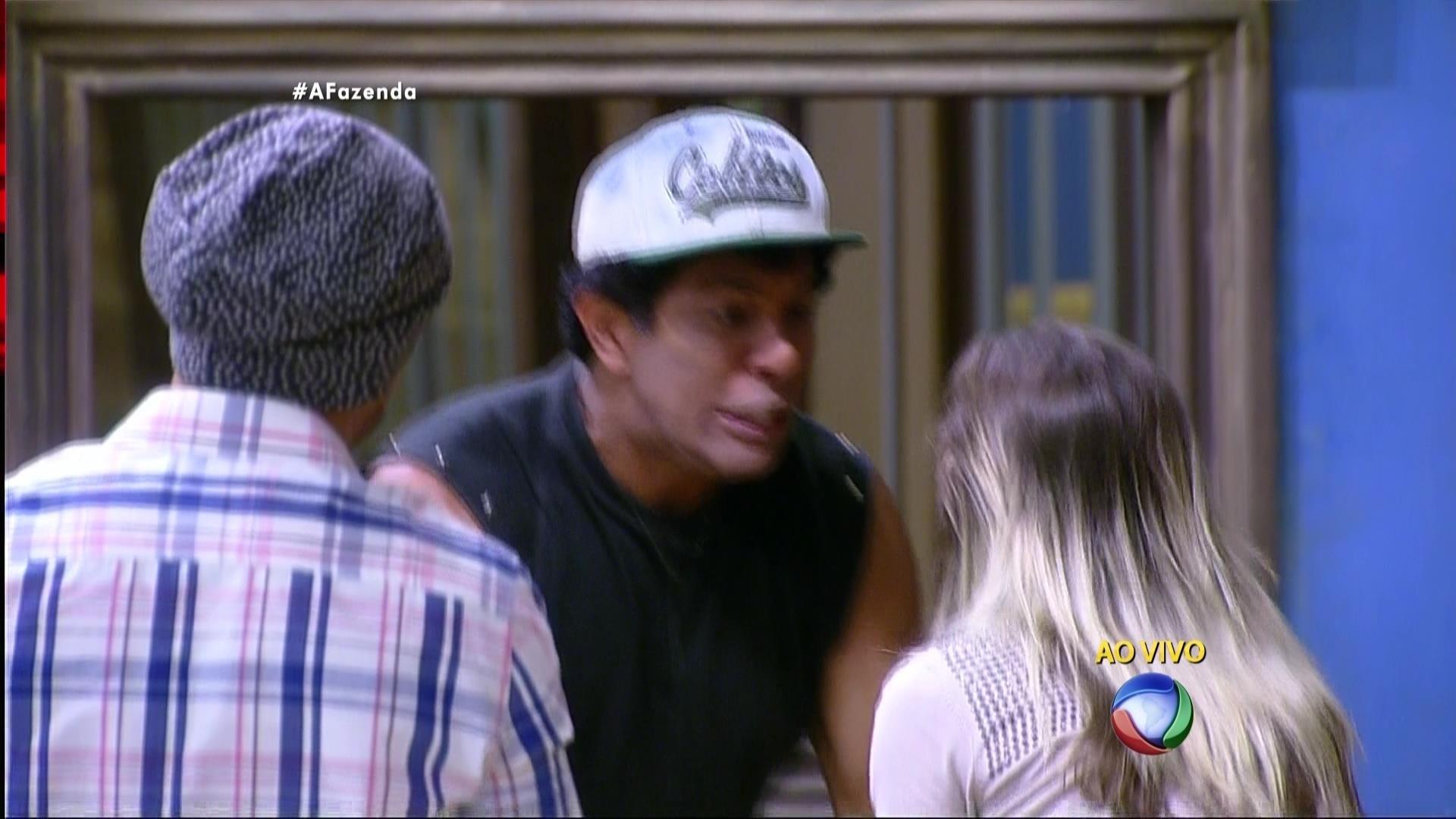 5.dez.2015 - Luka Ribeiro comemorou a vitória de Ana Paula Minerato em