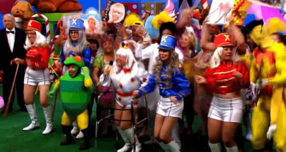 13.set.2015 - Silvio Santos exibiu em seu programa na noite deste domingo (13)