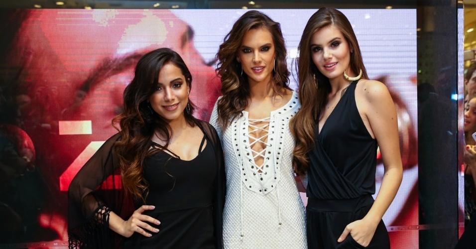 22.set.2015 - Anitta, Alessandra Ambrósio e Camila Queiroz em inauguração de uma loja de roupas em Higienópolis, zona oeste de São Paulo