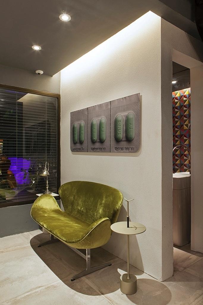 Com 70 m², o apartamento dúplex projetado pelo arquiteto Diogo Viana é uma morada confortável e estilosa. O living é composto com peças de design, com destaque para o sofá Swan, assinado por Arne Jacobsen (1902-71) | O projeto está exposto na Casa Cor Pernambuco (www.casacor.com.br) até 8 de dezembro de 2015