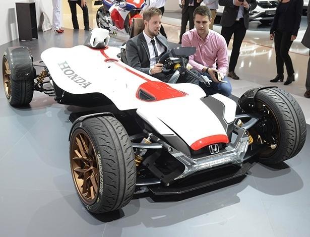Honda Project 2&4, mostrado no Salão de Frankfurt 2015, é mais recente criação que unifica estrutura de automóvel a propulsor de motocicleta