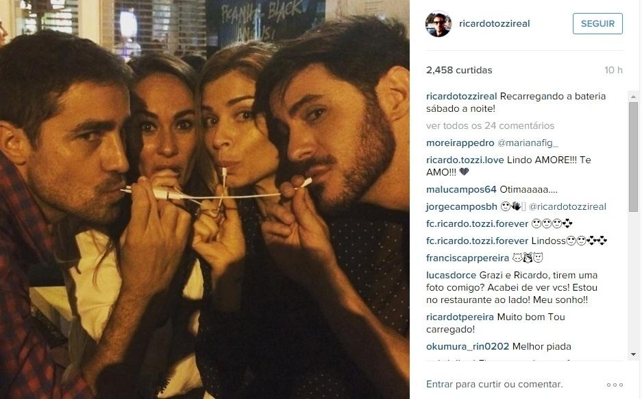 24.out.2015 - Grazi Massafera teve uma noite divertida ao lado de Ricardo Tozzi, Ricardo Pereira e a mulher dele, Francisca Pinto. Em imagem publicada no Instagram de Tozzi, eles aparecem