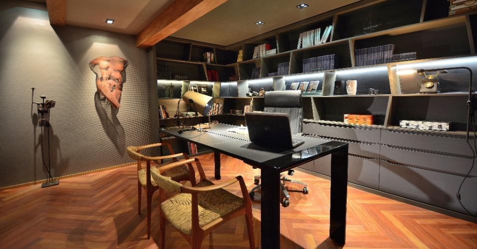 O escritório Mundstock Arquitetura criou o Espaço Corleone, um home office inspirado no personagem Don Corleone, dos filmes