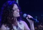 Claudia Ohana canta Nirvana no Jô e apresentação vira meme na internet - Reprodução/TV Globo