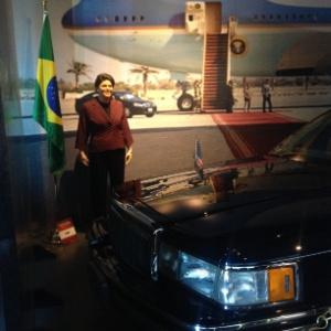 Escondida num canto, estátua de Dilma é exposta em museu de cera de Gramado