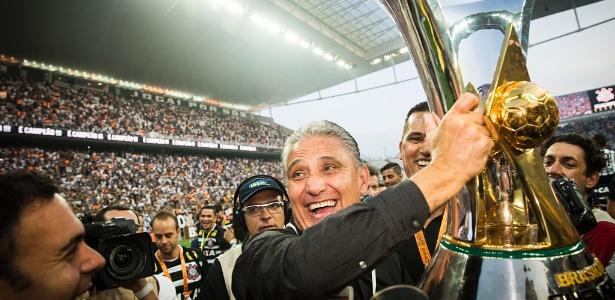Tite durante a festa do título Brasileiro na Arena: Corinthians pensa em despedida