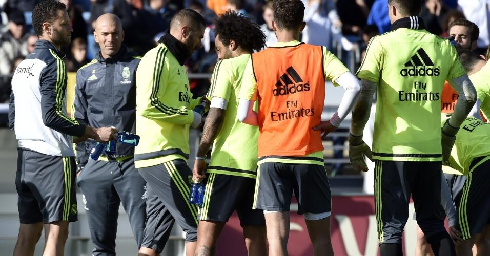 Zinedine Zidane comanda seu primeiro treino como técnico do Real Madrid