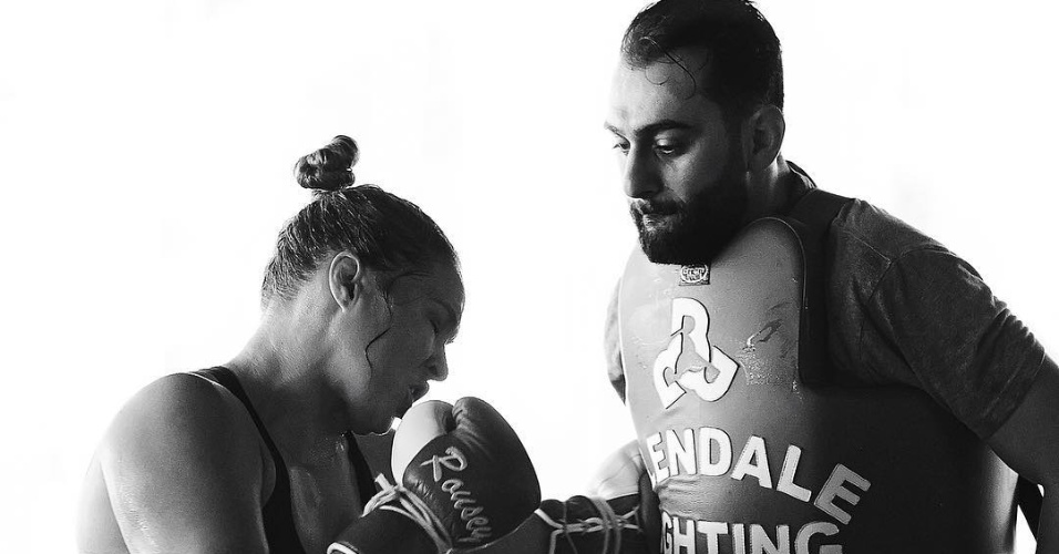 Ronda Rousey treina com Edmond Tarvedyan