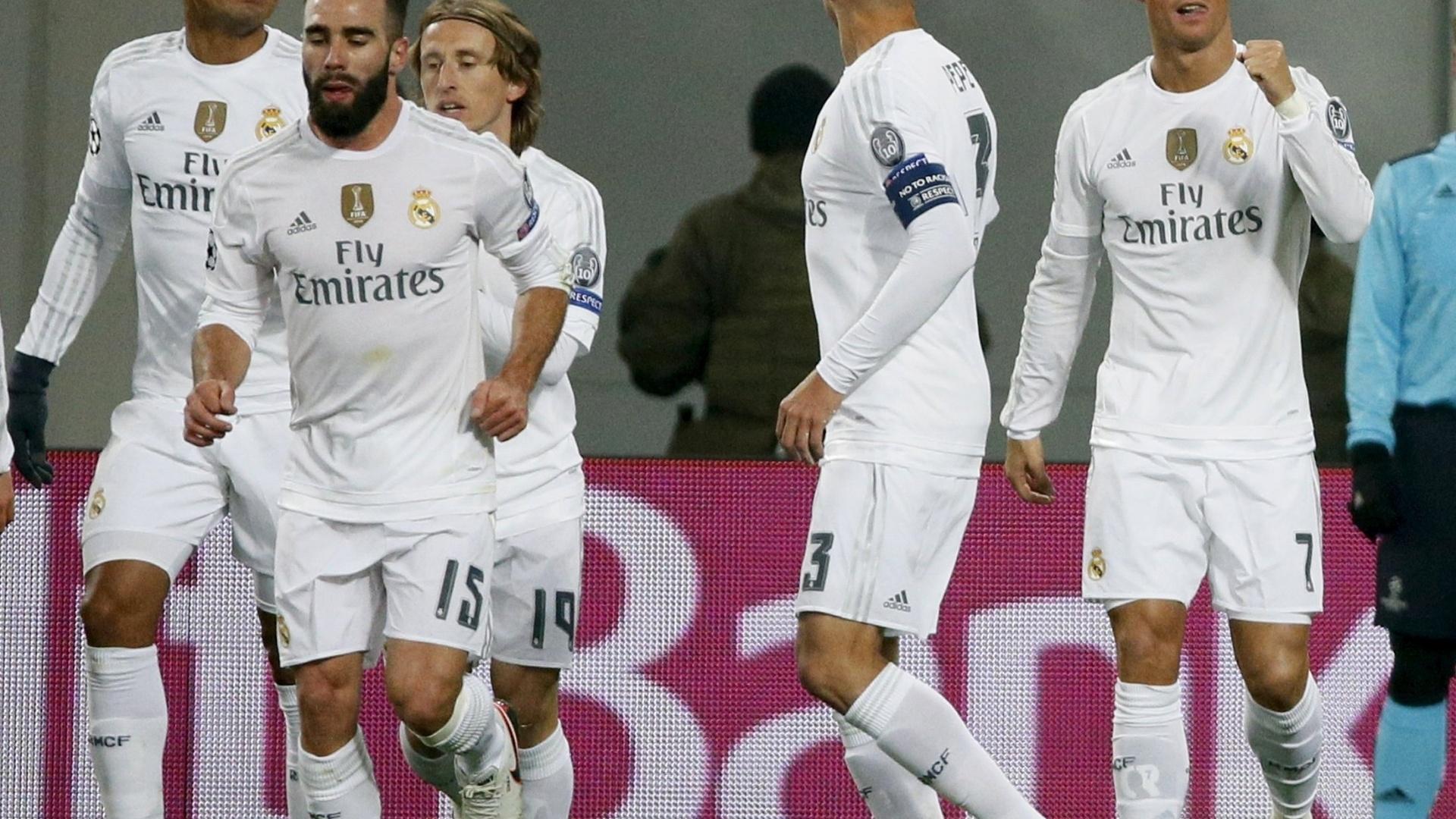 Cristiano Ronaldo vibra pelo gol contra o Shakhtar com companheiros do Real Madrid, Casemiro entre eles