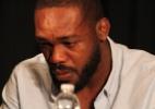 Fã processa Jon Jones por ausência no UFC 200