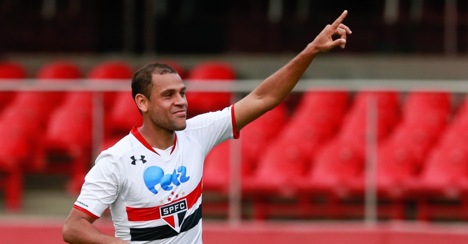 Carlinhos comemora gol do São Paulo contra o Palmeiras, no Morumbi