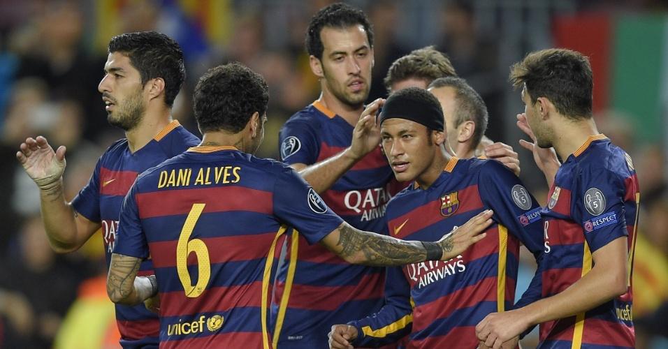 Neymar, de visual novo, comemora gol de pênalti contra o BATE Borisov