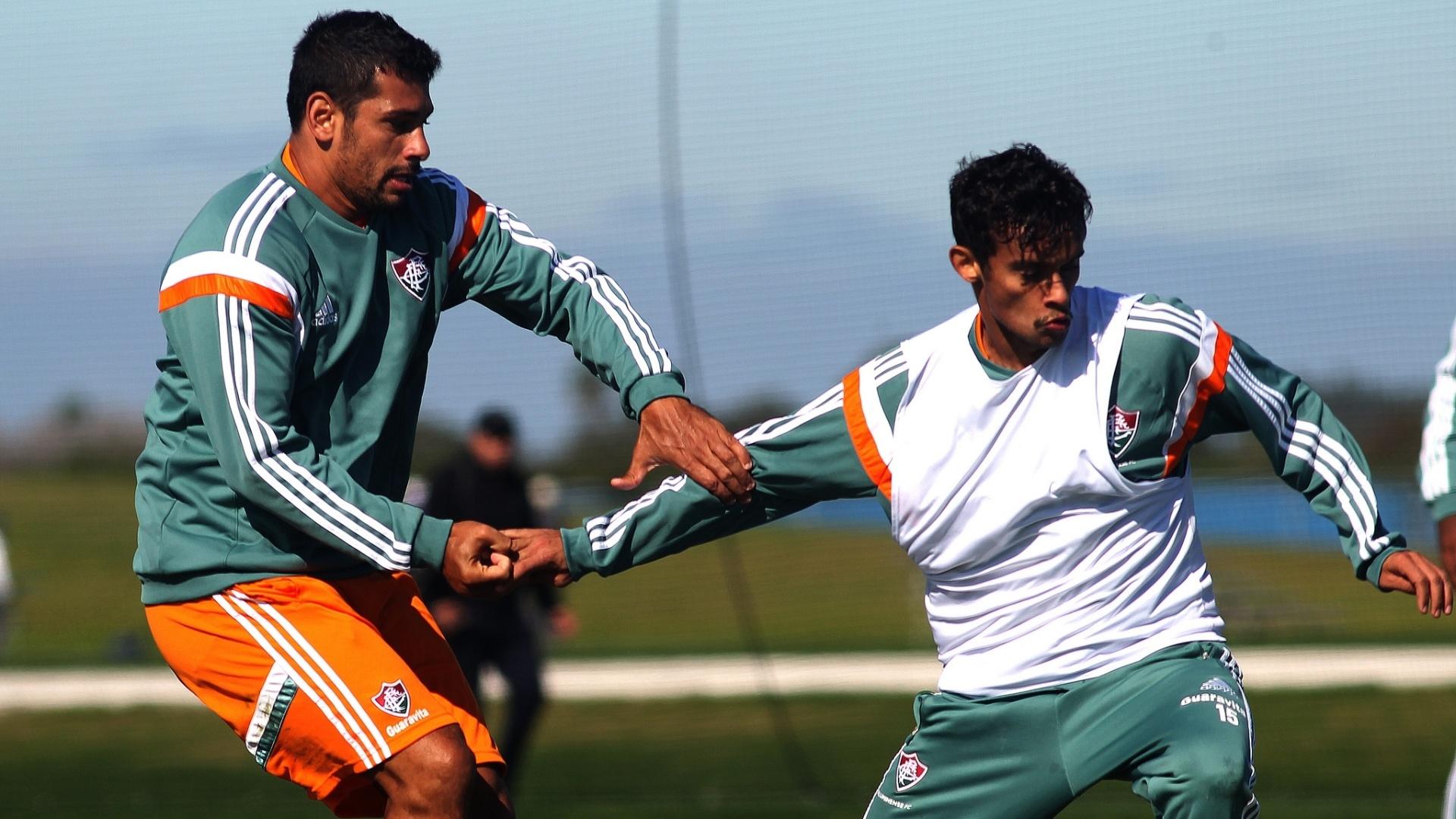 Diego Souza faz marcação apertada em Gustavo Scarpa em treino do Flu