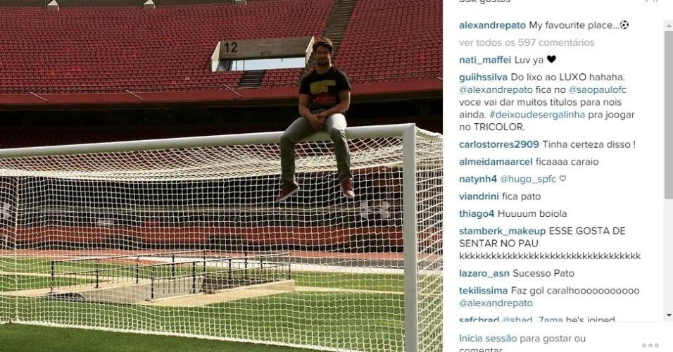 Alexandre Pato posta foto em cima de gol do Morumbi em rede social