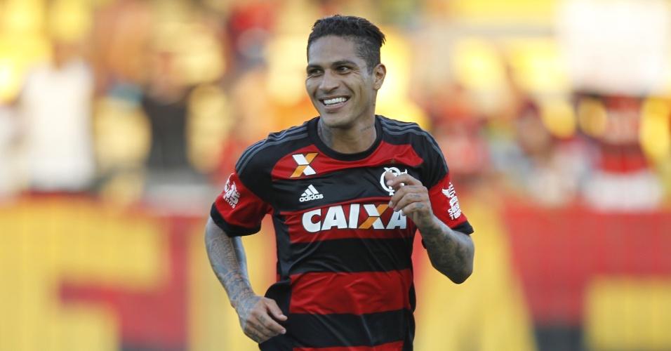 Guerrero comemora o seu gol pelo Flamengo contra o Boavista, no Carioca