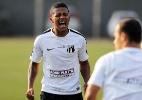 Atacante polêmico do Santos estreia com gol no time B