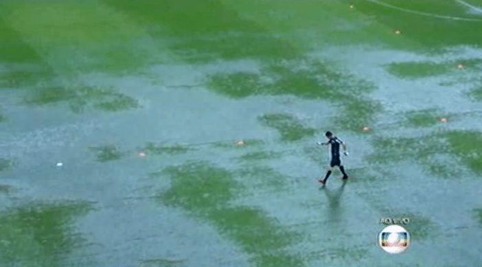Gramado de São Januário castigado pela chuva forte que caiu sobre o Rio de Janeiro