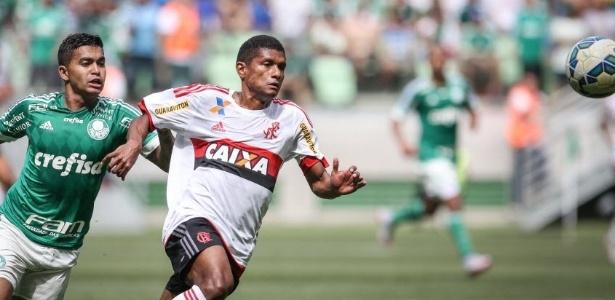 Lance da partida entre Palmeiras e Flamengo, disputada às 11h