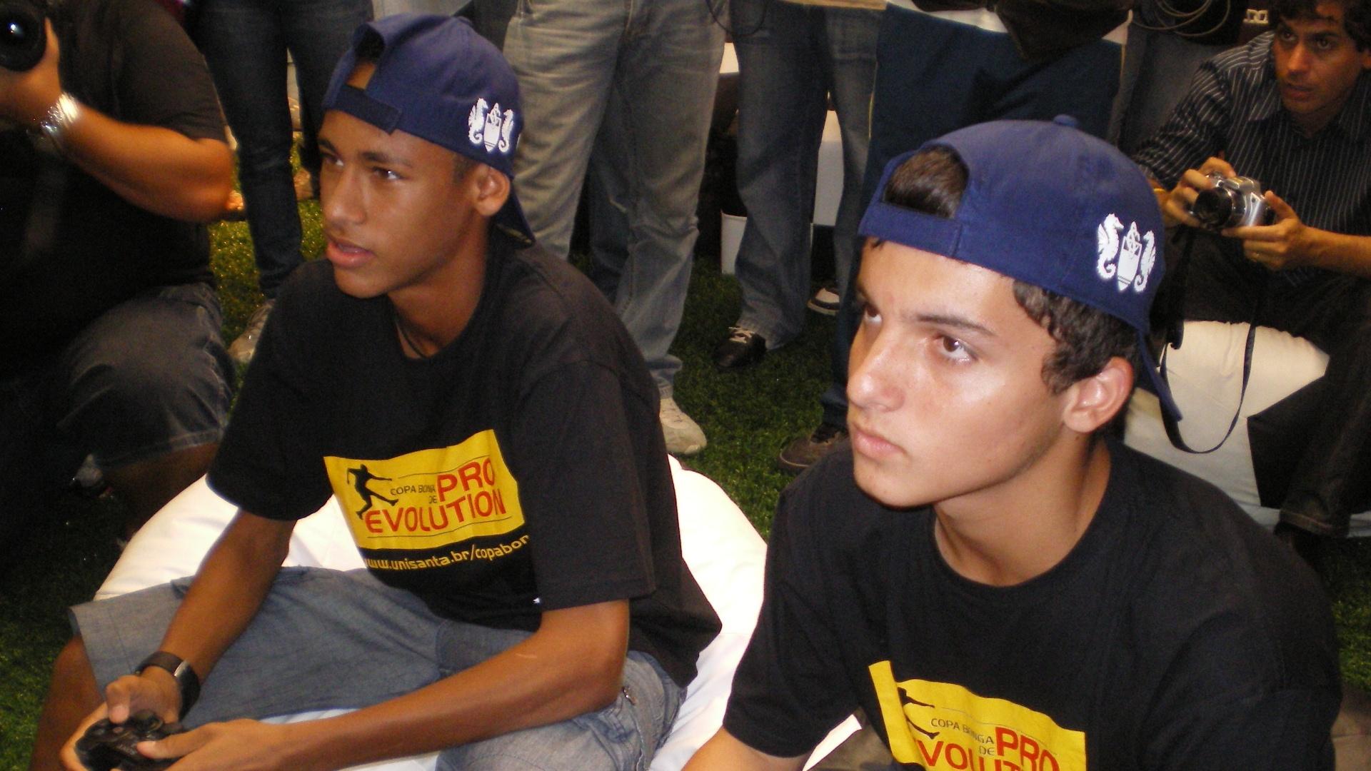 Neymar e Jean Chera em evento de marketing do Santos em março de 2009