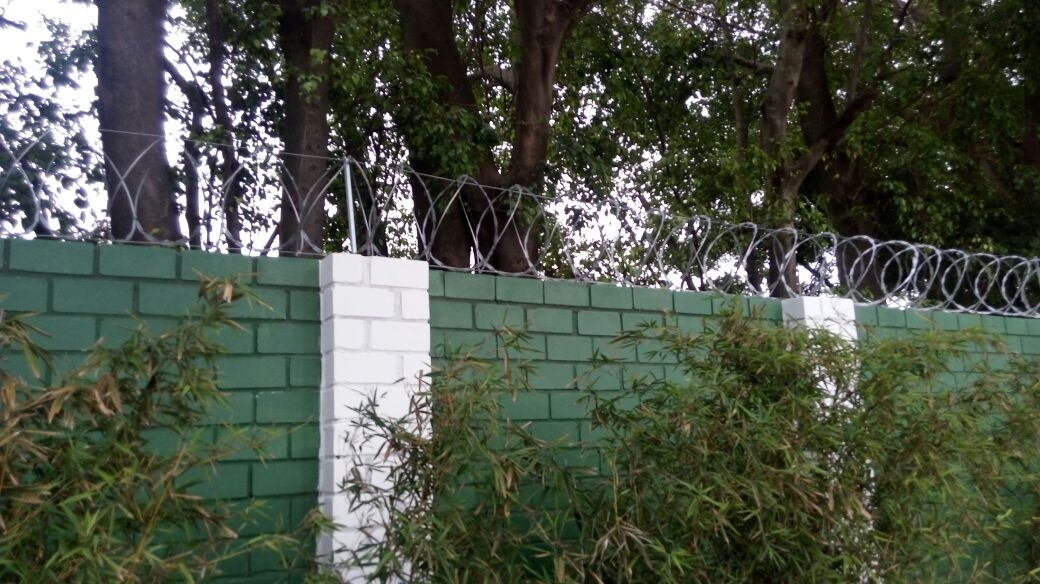 Muro Palmeiras Academia de Futebol arame farpado