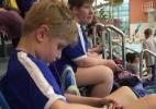 Garoto autista de 9 anos perde medalha de ouro por nadar rápido demais