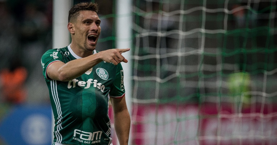 Moises comemora gol marcado para o Palmeiras contra o Figueirense