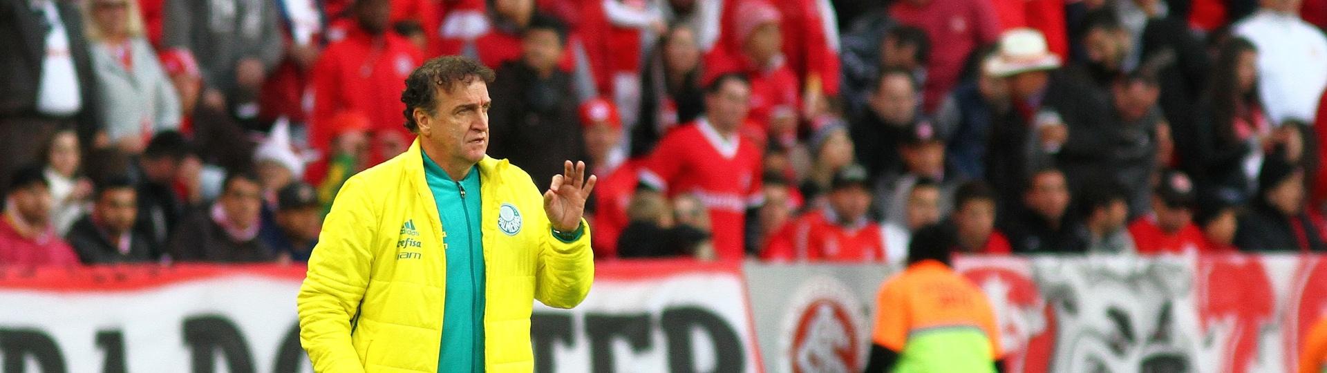 Cuca comanda a equipe do Palmeiras contra o Internacional