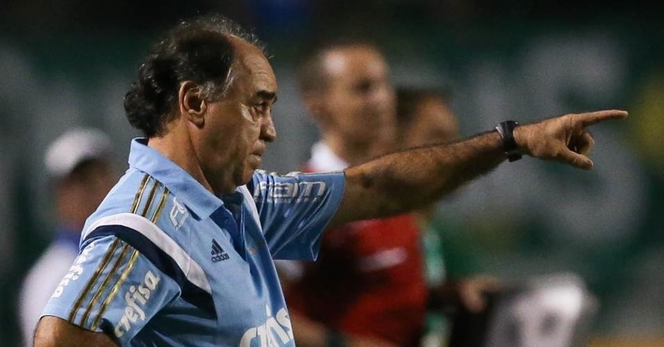 Técnico Marcelo Oliveira orienta o time do Palmeiras no confronto com o São Bento