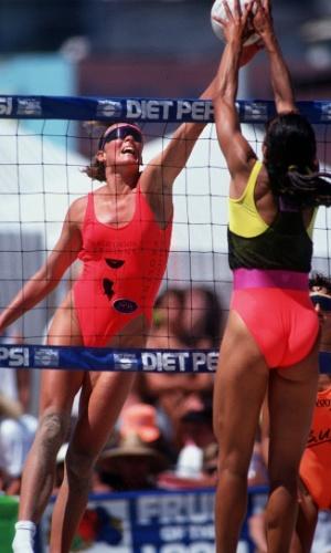 Peça única também foi usada em 1992, no início da profissionalização do vôlei de praia