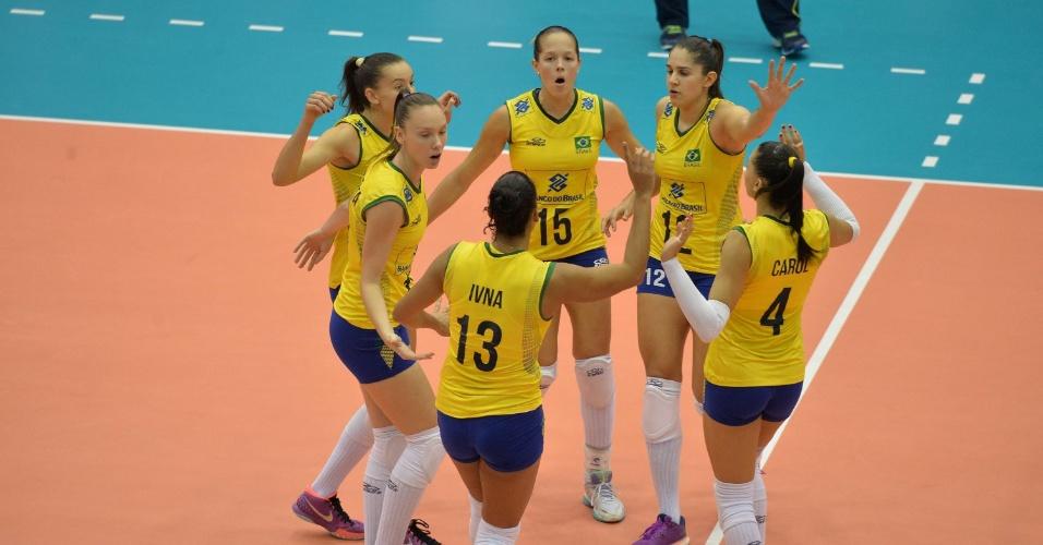 18.jul.2015 - Brasil venceu a Itália em Catania na última partida antes da fase final do Grand Prix de vôlei feminino